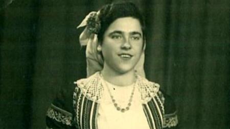 Димитрина Делчева като певица в Държавния ансамбъл за народни песни и танци, 1953 г.