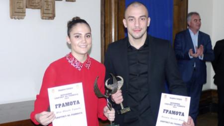 Ивет Горанова и Димитър Пенчев с наградите.