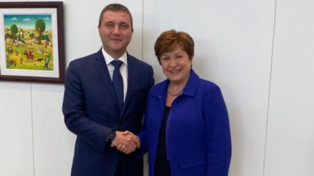 Министърът на финансите Владислав Горанов и новият управляващ директор на МВФ Кристалина Георгиева на срещата им във Вашингтон.