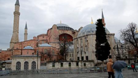 """Храмът """"Света София"""" в Истанбул, който бе превърнат от музей в джамия."""