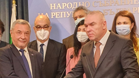 Валери Симеонов и Веселин Марешки при обявяването на новата коалиция.