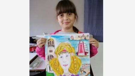 Виктория с рисунката, която спечели първа награда