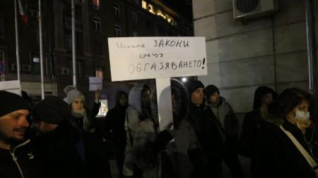 """Жители на """"Красна поляна"""", """"Западен парк"""" и """"Овча купел"""" се събраха на протест пред Министерството на околната среда и водите."""