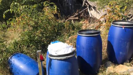 Емил Димитров заедно със зам. главен прокурор Десислава Пиронева провериха на място два оценени като едни от най-рисковите складове у нас със стари пестициди,