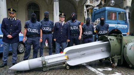 Ракетата въздух-въздух била иззета при операция срещу италианци, заподозрени, че подпомагат проруските бунтовници в Източна Украйна.