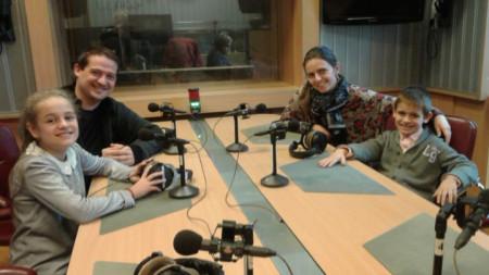 """Величка и Вели Чаушеви с техните деца - Диана и Георги в студиото на """"Моето семейство"""""""