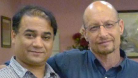 Илхам Тохти (вляво) с американския проф. Елиът Спърлинг