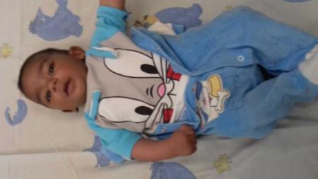 Снимка на изоставеното бебе, разпространена от МВР - Пловдив.