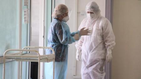 Лекари в болница по време на Covid-19