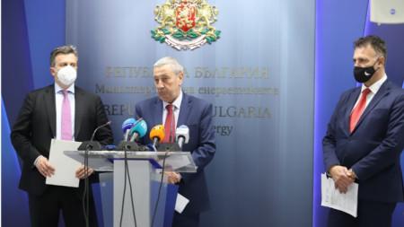 De iz. a dcha.: Nikolay Pavlov, Miroslav Damyanov y Valentín Nikolov