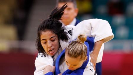 Ивелина Илиева (в синьо) спечели с ипон.