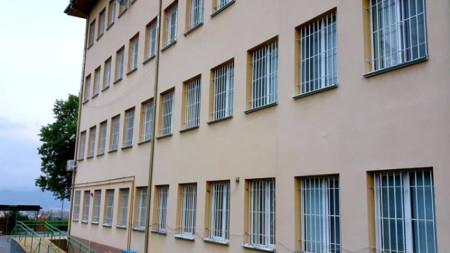 Бившият вече Дом за деца в Благоевград, в който днес се помещава Преходното жилище
