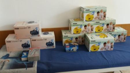 Дарените от ученици инхалатори и термометри