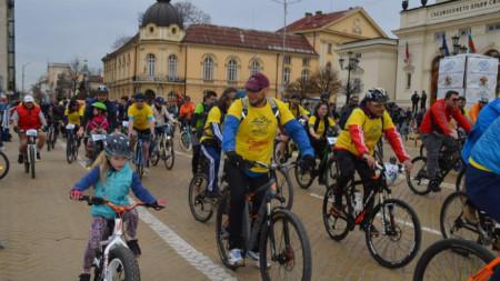 Велошествието стартира в 11 часа в неделя.