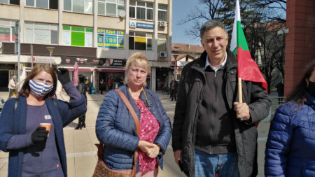 Част от протестиращите в Перник.
