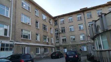 """Сградата на МБАЛ """"Св. Иван Рилски"""" в Горна Оряховица"""