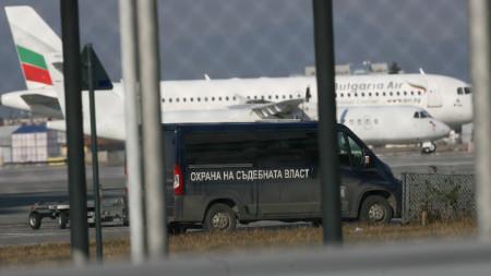 Арестуваните във Франция Николай и Евгения Баневи ще останат в ареста за 72 часа. Те ще бъдат изправени пред Специализирания наказателен съд.