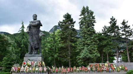 Паметникът на Христо Ботев във Враца.