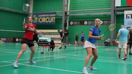 Стефани (вляво) и Габриела Стоеви са на осминафинал в Англия.