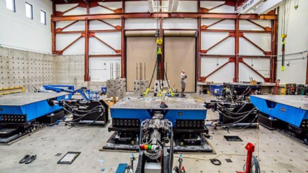 Българските учени и инженери могат само да си мечтаят за оборудването за сеизмични експерименти, с което разполага Университетът на Невада.