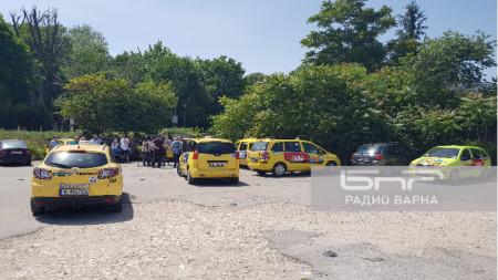Таксиметровите шофори от Варна се събират за предупредително шествие през града, за да бъдат чути исканията им за удължаване на срока за подновяване на разрешителните им.
