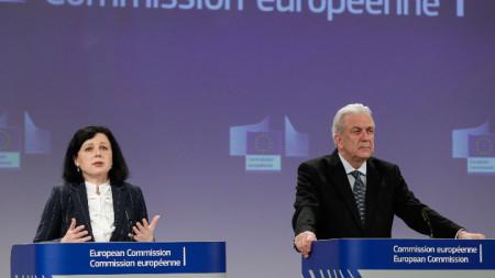 Еврокомисарите Вера Йоурова и Димитрис Аврамопулос