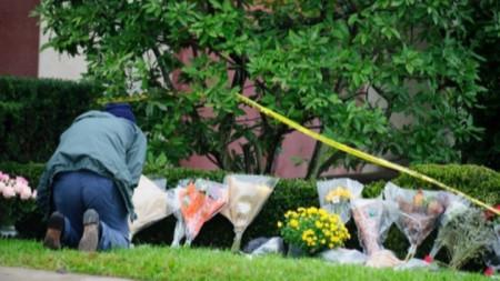 """Ден след стрелбата в синагогата """"Дървото на живота"""" в Питсбърг."""