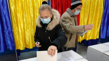 Избирателна секция в Букурещ - 6 декември 2020 г.