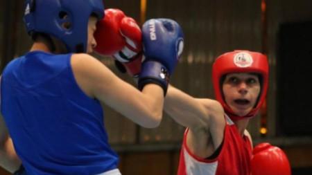 Габриела Димитрова (в червено) победи украинка.
