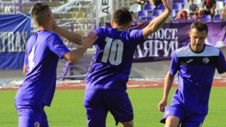 Етър  победи с 2:0 Локомотив (Пд)