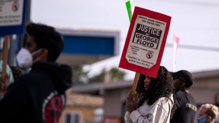 Протест срещу полицейското насилие във връзка със смъртта на Джордж Флойд и Данте Райт, Лос Анджелис, 12 април 2021 г.