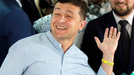 Президентът на Украйна Владимир Зеленски след като гласува в Киев.