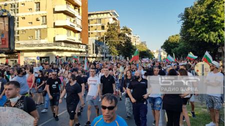 Протестное шествие по улицам Варны
