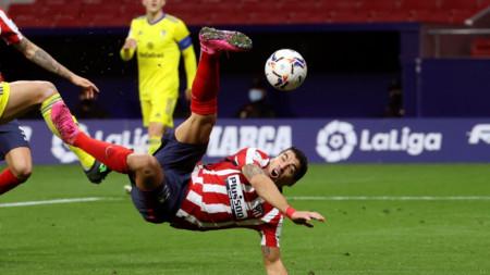 Луис Суарес в действие.