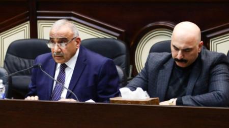 Адел Абдул-Махди (в ляво) - премиер на Ирак