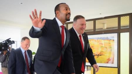 Етиопският министър-председател Абий Ахмед (вляво) с държавния секретар на САЩ Майк Помпейо