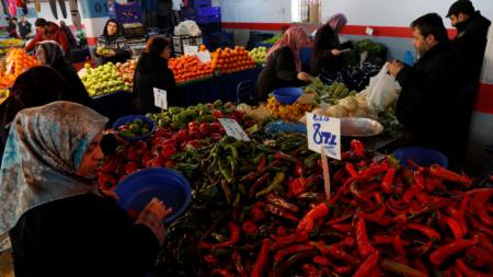 На голям интерес се радват новооткритите държавни пунктове за продажба на плодове и зеленчуци в Анкара и в Истанбул.