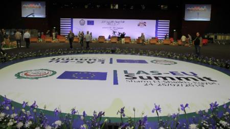 Подготовка за срещата на върха между ЕС и Арабската лига в международния конгресен център в Шарм ел Шейх, Египет.
