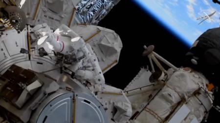 Снимката е илюстративна. Астронавтите Рубинс и Ногучи изпълняват задача на Международната космическа станция, 5 март 2021 г.