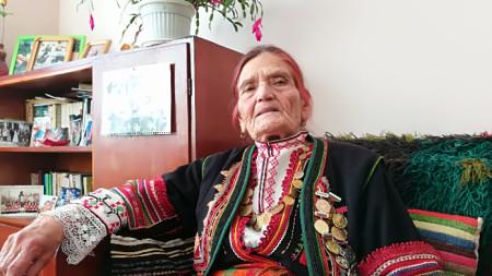 Кера Станкова в дома ѝ в Момчилград