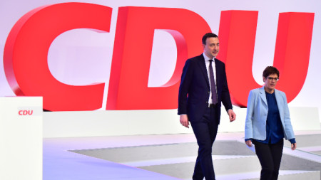 Генералният секретар на ХДС  Паул Цимяк и партийният лидер Анегрет Крамп-Каренбауер.