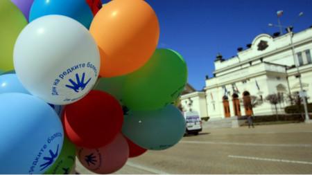 Властта се включва в инициативи за отбелязване на Деня на редките болести, но не прави достатъчно за адекватното им лечение в България.