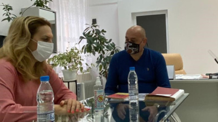 Вицепремиерът и министър на туризма Марияна Николова и директорът на болницата д-р Цветан Дафов