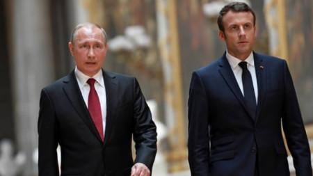 Еманюел Макрон (вдясно) и Владимир Путин. Френският президент отправи призива си в телефонен разговор с руския си колега.