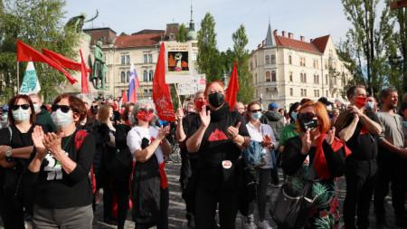 В Любляна поискаха оставката на премиера-консерватор Янез Янша