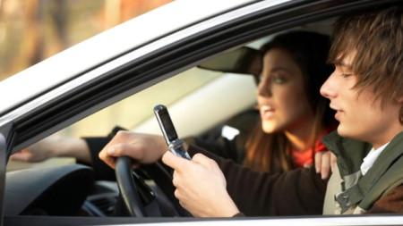 С новата система шофьорът ще може да прави и друго, освен да гледа пътя, но при определени условия
