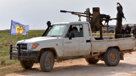 Бойци на кюрско-арабския алианс Сирийски демократични сили на позиции край Багуз.