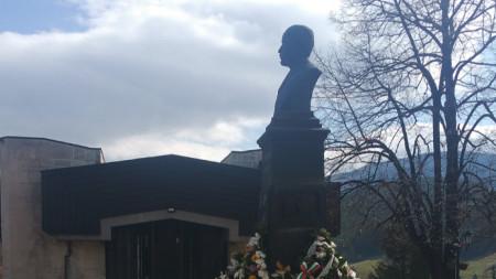 Паметникът на Г. С. Раковски в гр. Котел