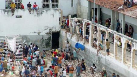 Безредици в бразилски затвор причиниха смъртта на най-малко 52-ма затворници