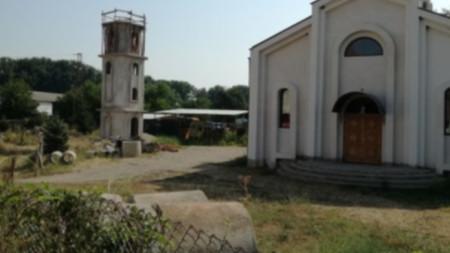 Църквата се ремонтира с пари от общината и дарения